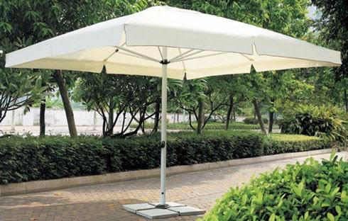 Dù sân vườn chính tâm vuông mang đến hiệu quả che nắng tối ưu